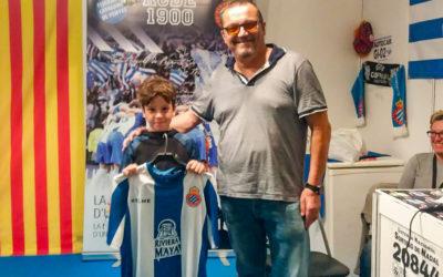 Sorteig de samarretes de l'Espanyol i la Penya a la Fira